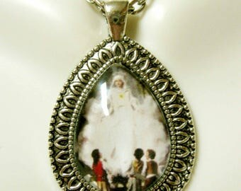 Our Lady of Fatima pendant with chain - AP15-092