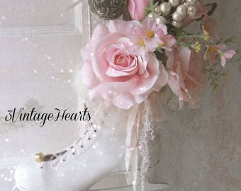 Vintage Ice Skate. Shabby Chic Cottage Christmas Decor. Shabby Rose Bouquet. Victorian Farmhouse romance. Winter White.