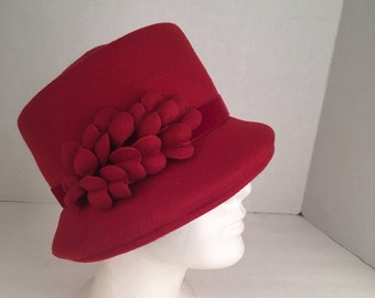 NWT red felt wool hat with flowers and velvet band dressy 80s 90s vintage Boutique Kates Canada fedora turned brim hat