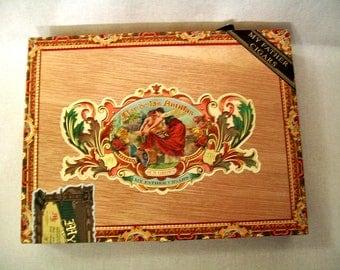 Wooden Cigar Box with hinged top - Reddish Brown - Flor de las Antillas
