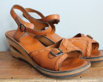 1970s Sandals // Summer Road Trip Wedges // vintage 70s sandals // 8M-8.5M