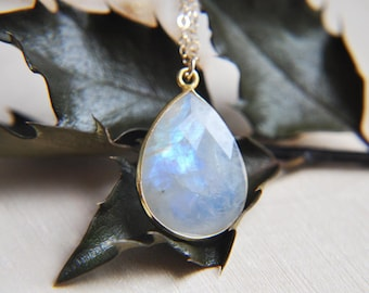 Moonstone Necklace, Rainbow Moonstone, Moonstone Teardrop, Gold Moonstone, Blue Moonstone, Moonstone Jewelry, Crystal Necklace, Gemstone