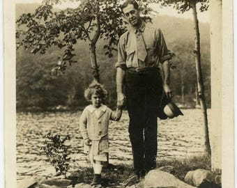 """Antique Photo """"Exploring the Lake Shore"""" Old Vernacular Holding Hands Father Dad Daddy Daughter Child Girl Love Family Sweet Picture - 13"""