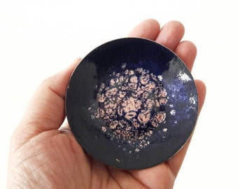 Vintage Modernist Enamel Round Copper Ring Dish in Black Purple and Old Pink