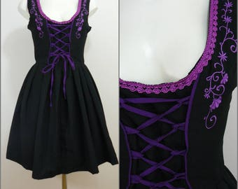 Bohemian VINTAGE Bavarian DIRNDL Black Purple Embroidered Flower Lace Front Folk Dress Uk 12 Fr 40 Oktoberfest / Tyrol / Austrian / German