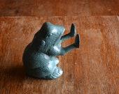 Vintage Frog Door Stop Cast Iron Frog Frog Bookend Cast Iron Toad Statue Frog Figurine Garden Frog