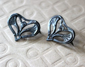 Vintaj Black Metal Nouveau Leaf Heart Rivet: set of 2