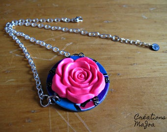 Collier avec pendentif en Pâte polymère. // Necklace with rose in polymer clay.