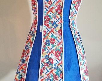 Beautiful Vintage Retro Full Apron Floral and Blue Size Small