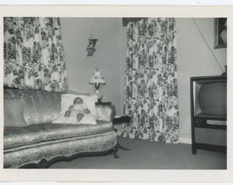 Vintage Photo Snapshot: Baby Posed on Couch, c1950s (76586)