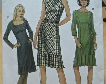 Free shipping! Vogue 8107 dress with pleats sewing pattern 6 8 10 UNCUT