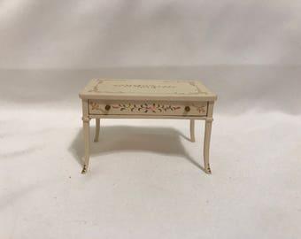 "Dollhouse Miniature 1"" Scale Bespaq End Table"