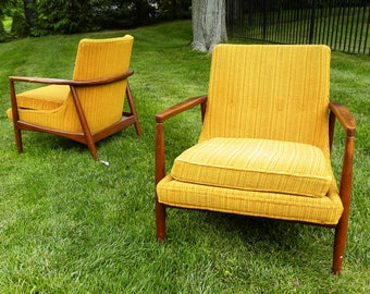 Set of 2 Mid Century Modern Lounge Chairs