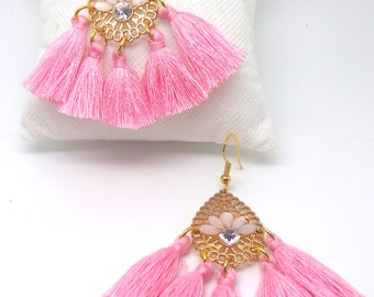 Boucles d'oreilles dorées ,pompons roses