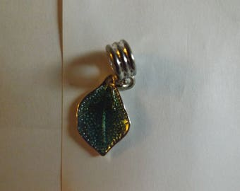 pretty silver pendant leaf green 21 x 14 mm