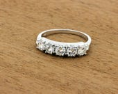 Stunning 1CTW Five Diamonds in a Row 14K Gold Ring
