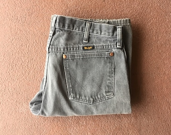 32x30 Vtg Wrangler jeans - Classic Cut - High Waisted Jeans - Grey - Vintage Clothing - Western Wear - Boyfriend Jeans - 90s Clothing -