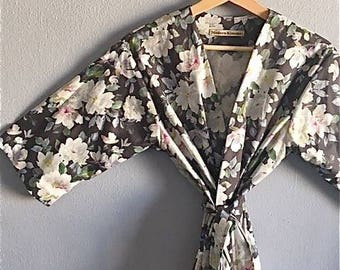 READY to SHIP MEDIUM Charcoal Gray Bridesmaids Robes. Grey Floral Bridesmaid Robe. Kimono Robe. Bridesmaids Gift. Bridal Robe.