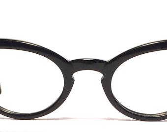 Vintage eyewear. Cat eye style! Made in USA 1950's. Perfect Midcentury Black cat's! Excellent quality and condition! Hip Urban Woman!
