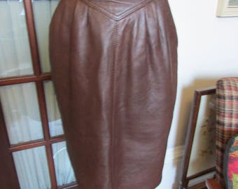 1980s high-waisted brown leather pencil skirt with side pockets & back slit, size 10