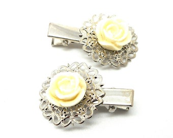 2 hair clips has beige flower hair