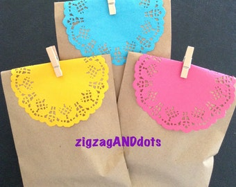 Set of 12 Kraft Paper Bags with Colorful Doilies, Many Colors of Doilies, Favor Bags, Treat Bags, Gift, Bags, Party, Bridal, Baby Shower