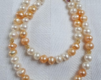 Necklace and bracelet made of freshwater pearls-salmon and white