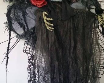 Creepy glowing eyed skeleton Halloween wreath, Halloween wreath, Skeleton wreath, Scary wreath, Black red wreath, Halloween decor, Skeleton