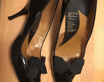 True Vintage 50s Spike Heels 1950s Black Patent Leather with Fabric Bow Stilettos Pumps by Life Stride 8 Narrow