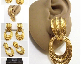 Avon Hammered Convertible Hoops Clip On Earrings Gold Tone Vintage Domed Top Raised Ribs Two Pairs In One White Padded