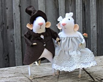 Married couple.Mouse. Mouse made of wool. Felted mice. White mice.