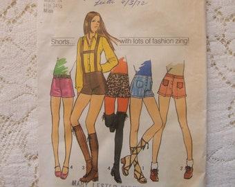 """Vintage 1970's Pattern for Hip Hugger Short Shorts * 24"""" Waist"""