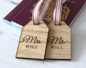 Personalised Luggage Tags Set of 2 , Mr & Mrs Luggage Tags, Wedding Luggage Tags, Custom Wooden Luggage Tags, Wedding Gift for Couple