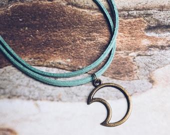 Turquoise Moon Choker - Boho Choker - Moon Charm - Chokers - Layer Necklace - Bronze Moon