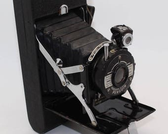 Kershaw Eight-20 Penguin Folding 120 Roll Camera with leather case – Good condition and tested -  c. 1951