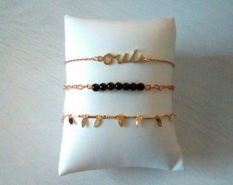 Composition Oui bracelets dorés