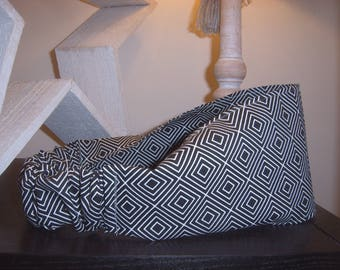 Headband in black and white geometric pattern