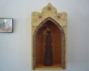 arched niche