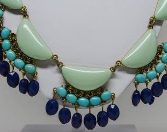Beautiful teal tone necklace