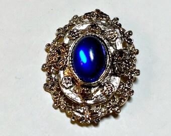 Vintage fancy blue brooch in gold, vintage classic brooch, collar brooch, suit brooch, dressy brooch, 1980s
