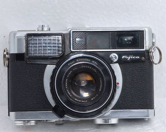 Fujica 35 EE Rangefinder 35mm Film Camera Fuji 45mm f 1.9 lens Vintage Photography Art Supplies Collectable Japan Photo