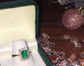 1.25ct Colombian Emerald and Diamond (0.56ct tot) Ring in 18K Yellow Gold. Christmas Special - Reduced by 20%!