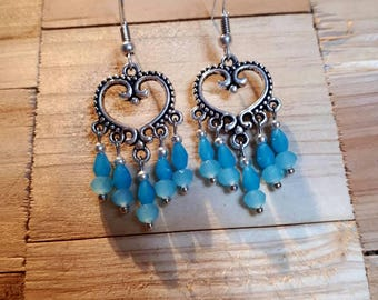 Boho earrings antique zilvwren filligraan hearts with Blue Crystal.