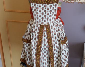 apron with pockets on sides for