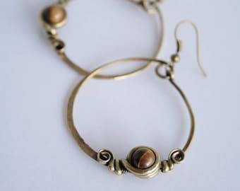 Ethnic geometric earrings - Tiger eye - antiqued - brass