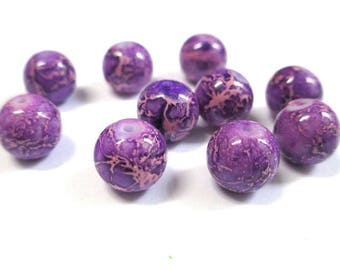 10 purple marbled off-white glass beads 10mm (S-34)