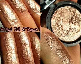 Pocket Full Of Roses. Wet Extremely Metallic shine highlighter. A mauvey rosegold with warm gold undertones.