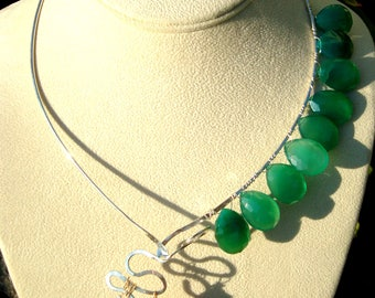 Sterling Silver Hammered Wire Collar Necklace with Pink Opal Pendant and Green Onyx