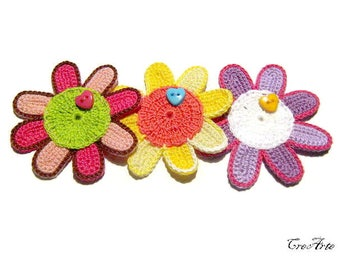 Set 3 crochet flower appliques with button, set 3 fiori colorati con bottoni all'uncinetto