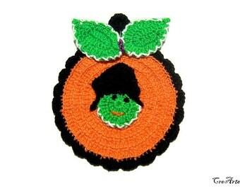 Orange Green and Black Halloween crochet pumpkin potholder, presina zucca arancione verde e nera per Halloween all'uncinetto